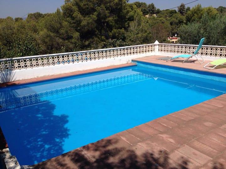 Casa rural en el monte con  piscina