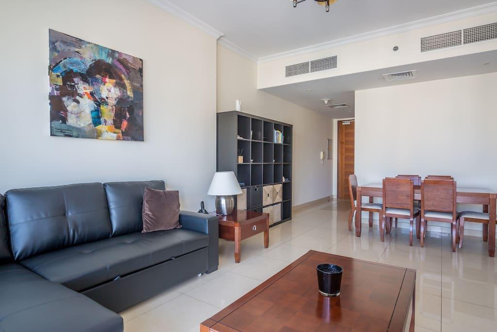 Living Room 1/4