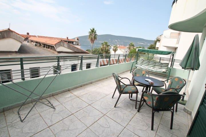 Apartment in Savina, with a large balcony with sea - Herceg - Novi - Apartment