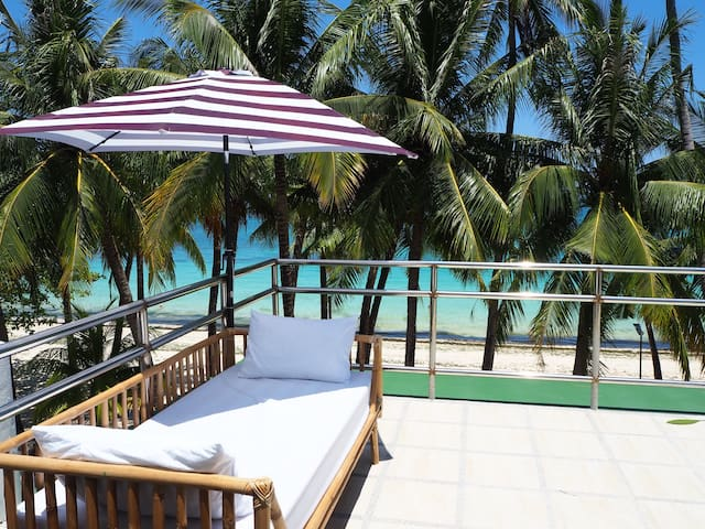 Absolute Beachfront 1 bedroom apartment, Station 3