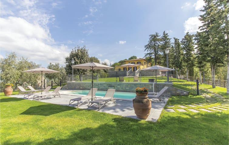 Holiday apartment with 2 bedrooms on 60m² in Arezzo