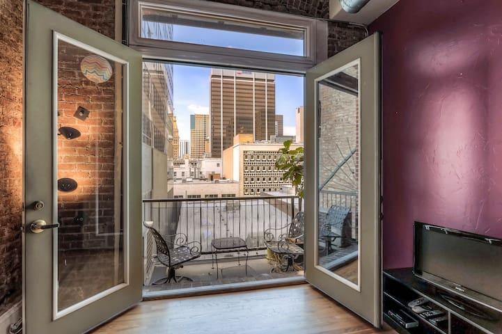 Beautiful 1BR in Best Location + Balcony + Views!