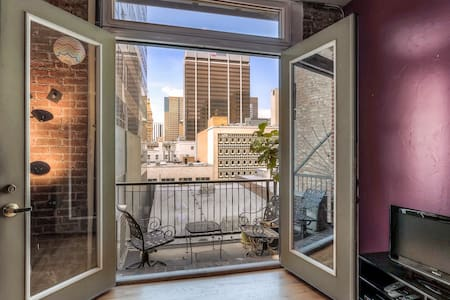 Beautiful 1BR in Best Location + Balcony + Views! - Denver