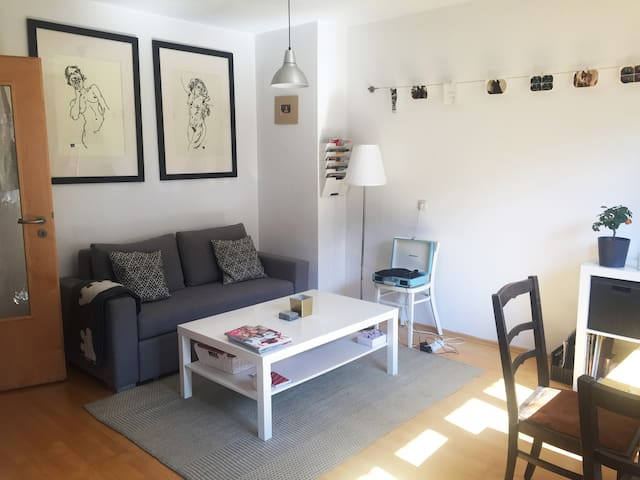 Luminous & central 2 room apartment in Glöckenbach - München - Apartment