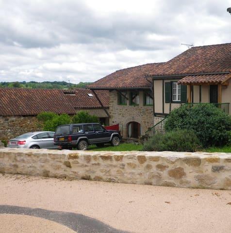 liane verte Maison  village sympa à prox FIGEAC