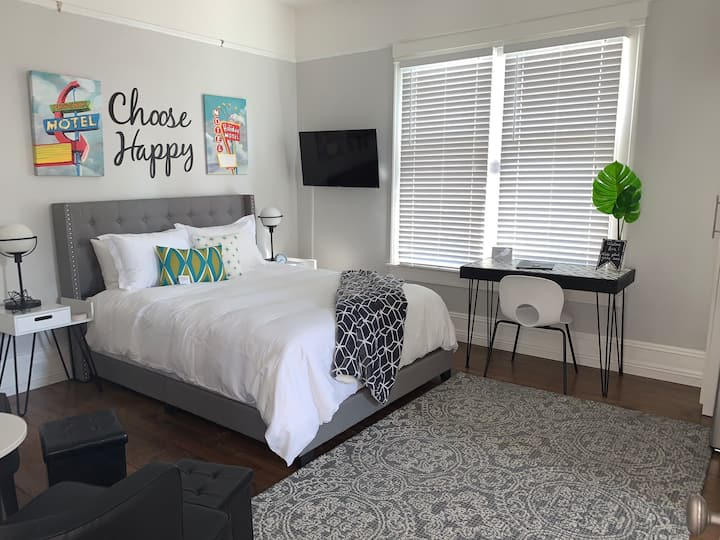 Beautiful Furnished Studio in popular Midtown Reno