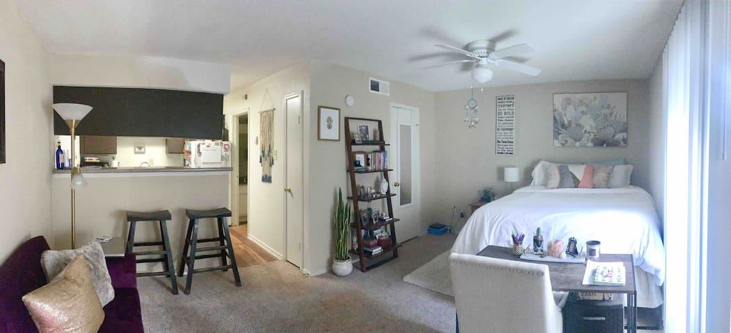 Cute Studio w/Patio & Pool, Centrally Located