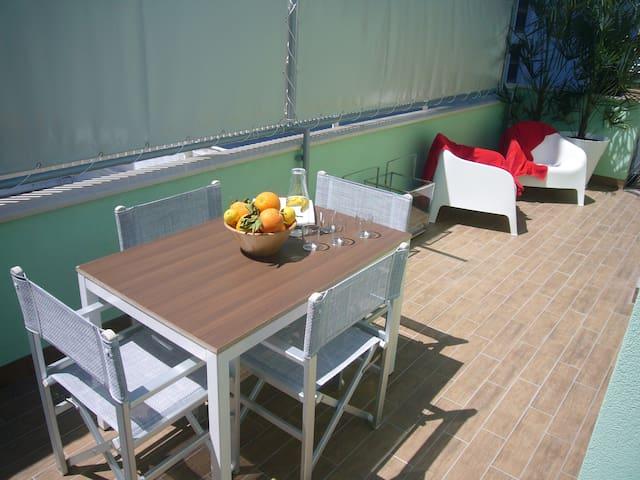 Appartamento con grande terrazzo - Gabicce Mare - Leilighet