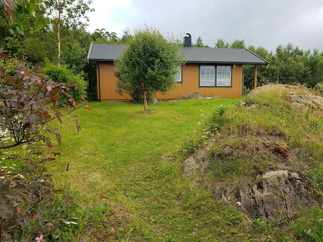 Hytte i sjøkanten på vakre Helgeland