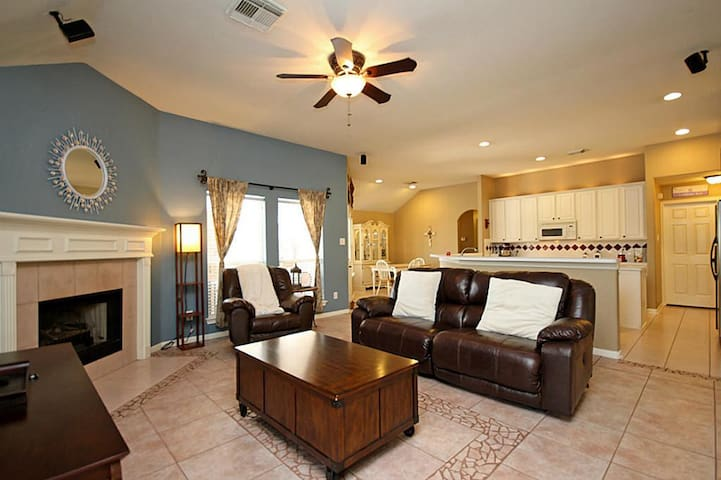 Pvt Room in Gated Cmnty - 10 mins from Med Center