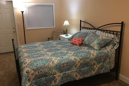 Large bedroom separate entrance, kitchenette - Springfield