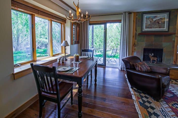 Raspberry Moose 1-Bedroom (King) in Aspens