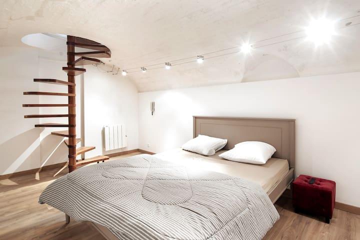 🥐 Charming and design apartment - Paris center☘️