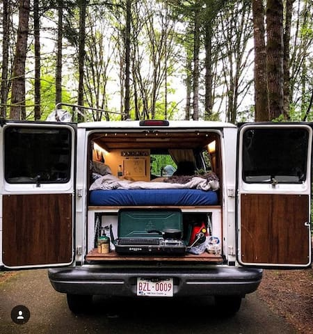 Cozy Camper Van - Road Trip Ready!