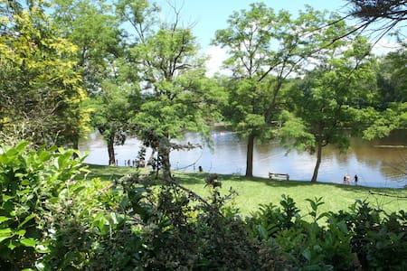 Hébergement calme à Brioude Auvergne-bord rivière - Brioude