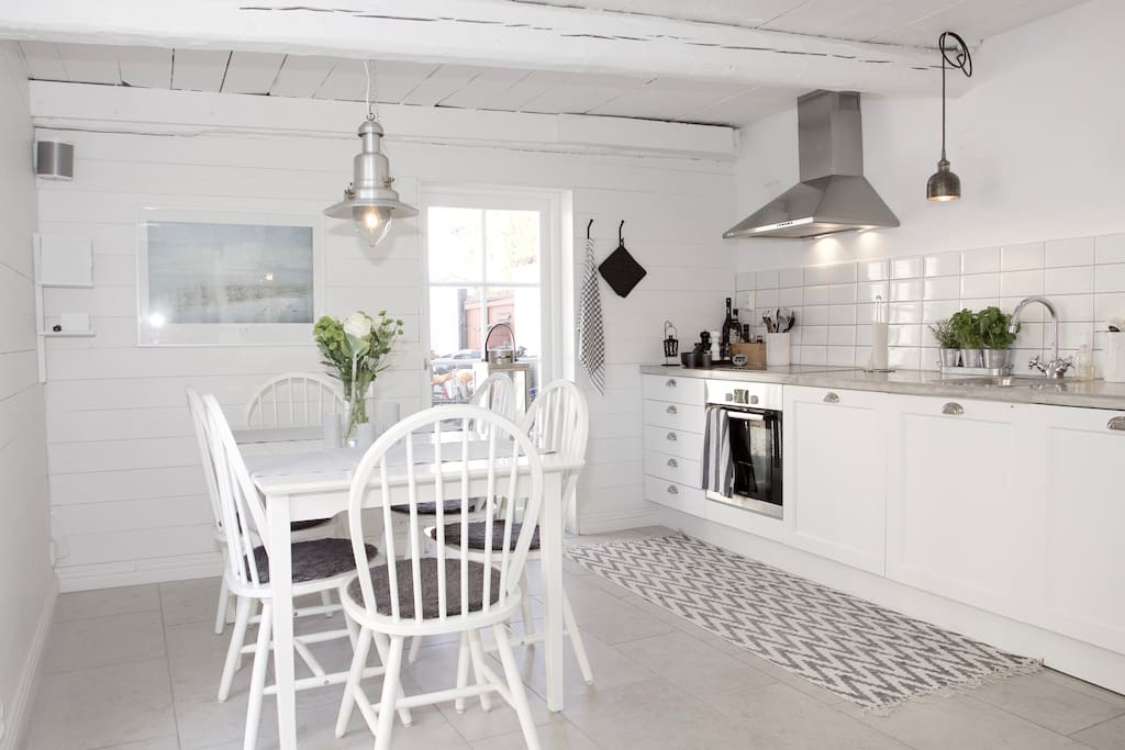 Kitchen with dinning table for 6 persons