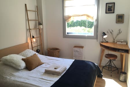 Beautiful Room w/Breakfast&Free Private Car Park!!