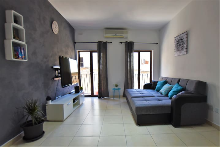 Cool and Cosy Central Apartment, sleeps 5!