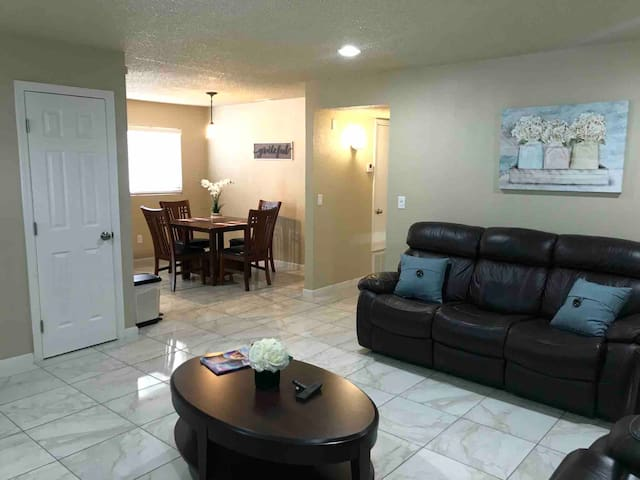 Sensational Renovated Home Away From Home!!!!