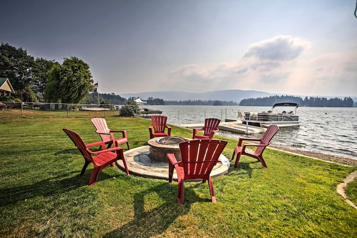 Yelm House w/Lakefront Deck, Fire Pit, & Pvt Dock!