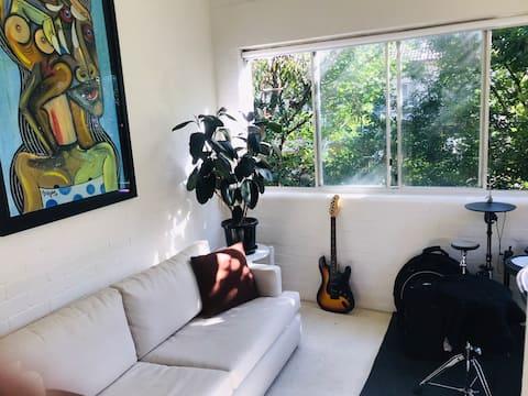 Cozy apartment just 50mts from Bondi Beach's sand