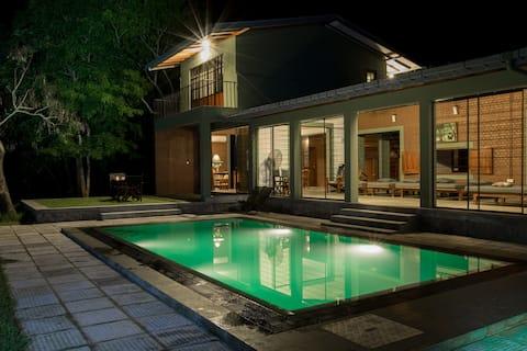 Neem Tree House Yala - Elegant villa by the lake