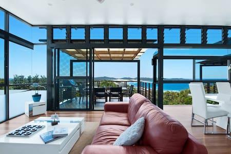 ☀ONE MILE RETREAT❤️- Stunning Beach House!