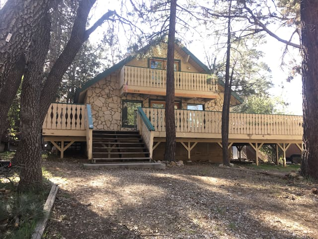4BR Mountain Retreat for Groups - Big Bear - House