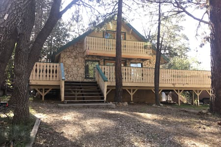 4BR Mountain Retreat for Groups - Big Bear - Дом