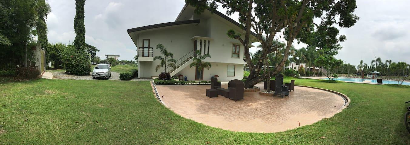 Beautiful Family room in Capas Tarlac - PH - Bed & Breakfast
