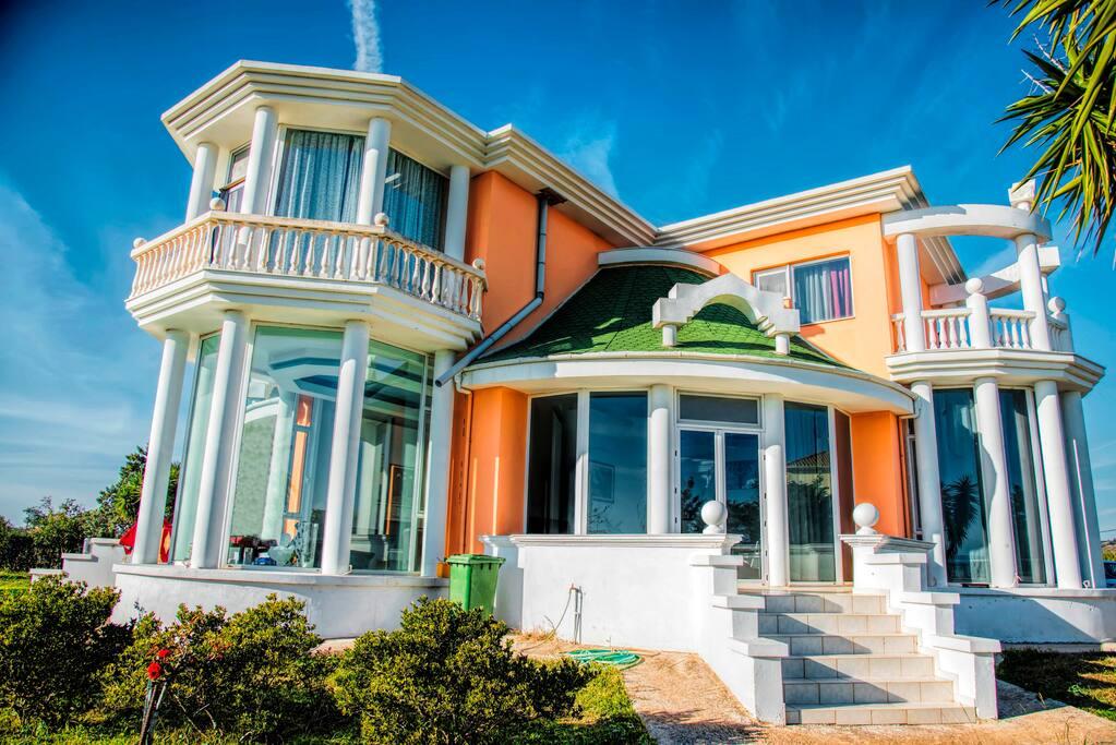 Villa alba ville in affitto a preveza grecia for Piani casa sulla spiaggia con portici