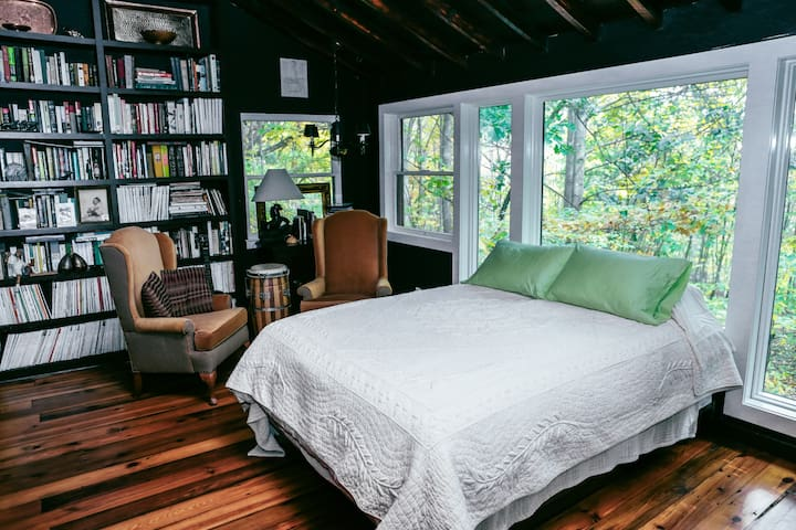 Gorgeous East Treehouse & Sunrise Bedroom.