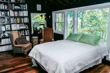 Beautiful East Sunrise Bedroom - Pawling