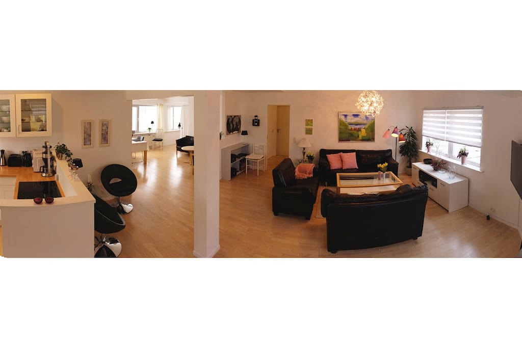 180 degree image of the livingroom.