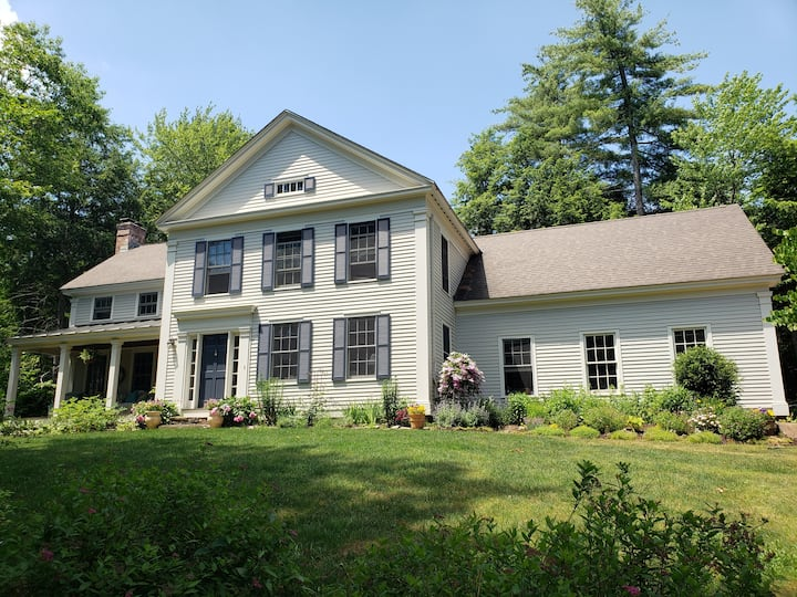 Four Bedroom House minutes to Quechee Club