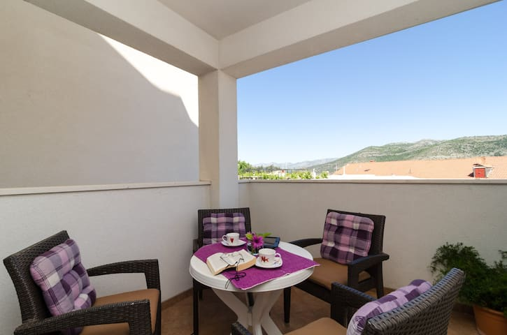 Ira - Two Bedroom Apartment (Balcony and Sea View)