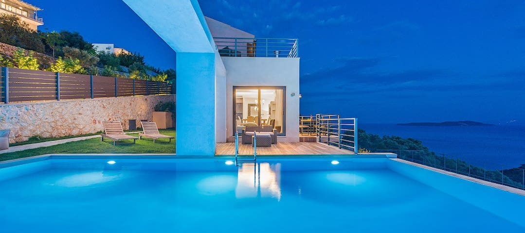 Junior 3-bedroom villa-private pool & amazing view