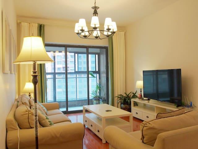 海伦国际美式清新舒适二居室超大景观阳台 近滇池 购物方便 - Kunming - Lejlighed