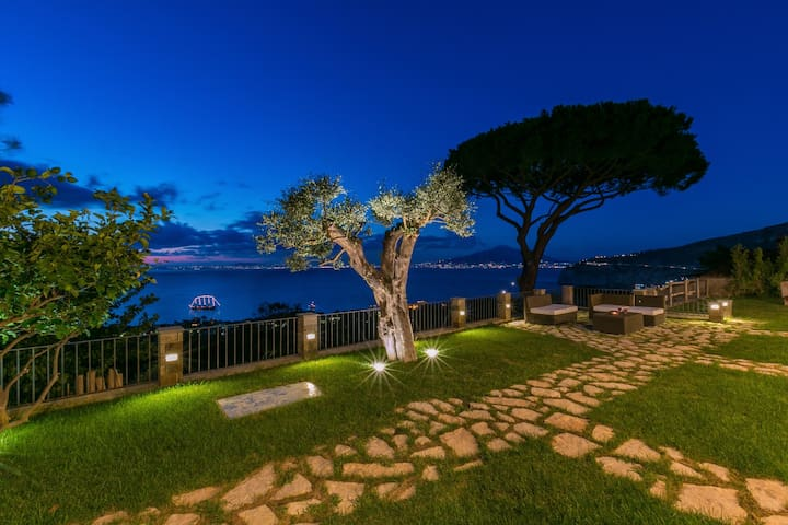View of the Gulf of Naples and Sorrento from the garden&relaxing area