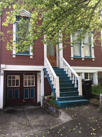 Cozy Historic Mission Victorian w/ free parking