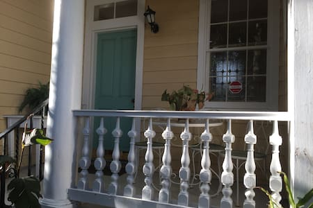 Charming Downtown Apt with Piazza - Charleston