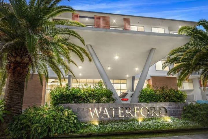 Waterford apartments. 5 mins from the beach