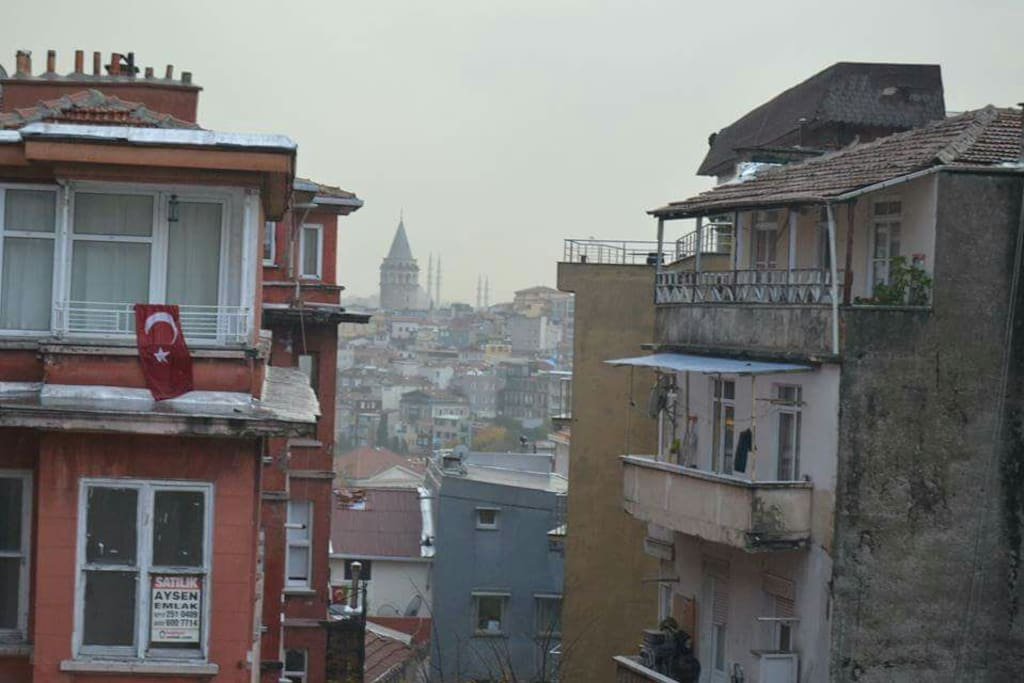The view on the beautiful Galata tower.