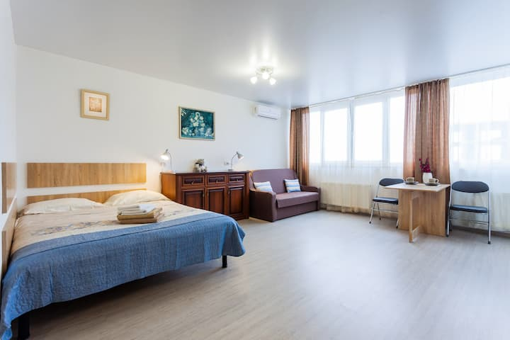 Super new  apartment near airport Zhulyany