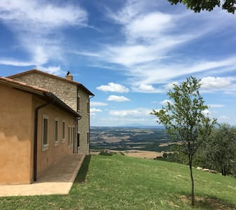 Escape to Umbrian hills - Fuga tra i colli umbri - Guardea