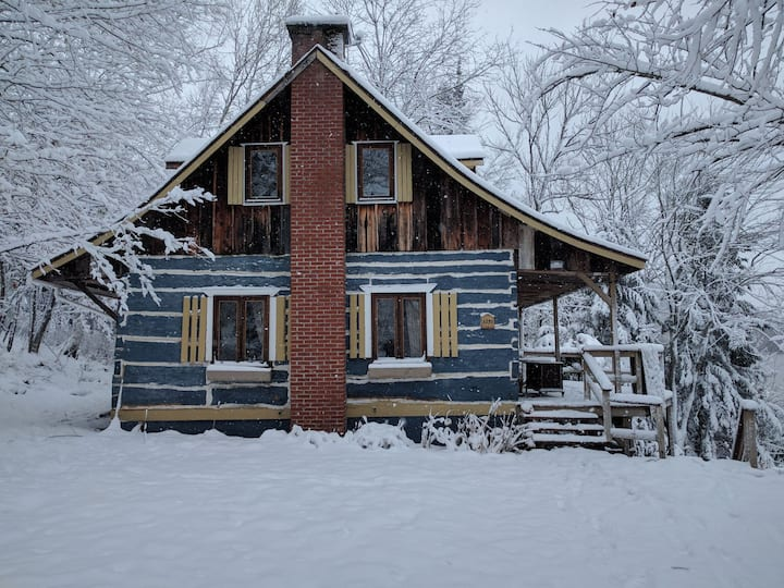 Lakefront Chalet close to Mont-Tremblant with WIFI