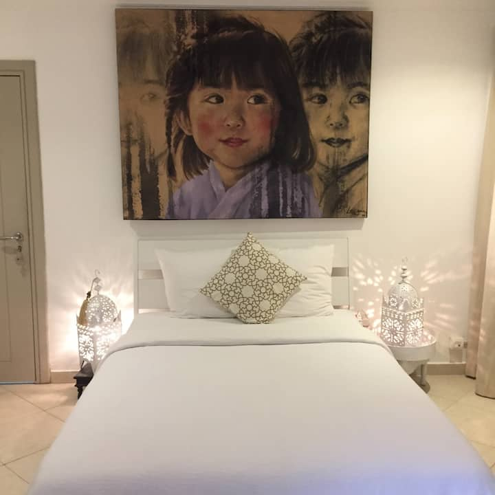 Private and cosy room in villa at Jumeirah one