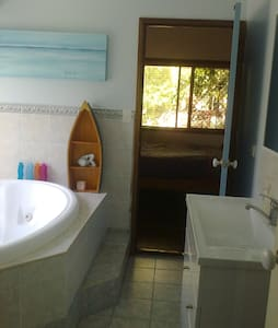 Large airconditioned double room + ensuite - Redland Bay