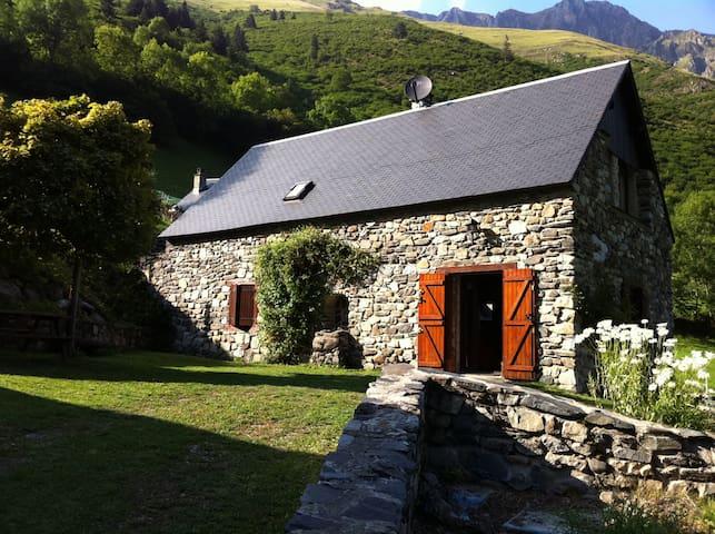Grange d'altitude restaurée - Aulon - Rumah