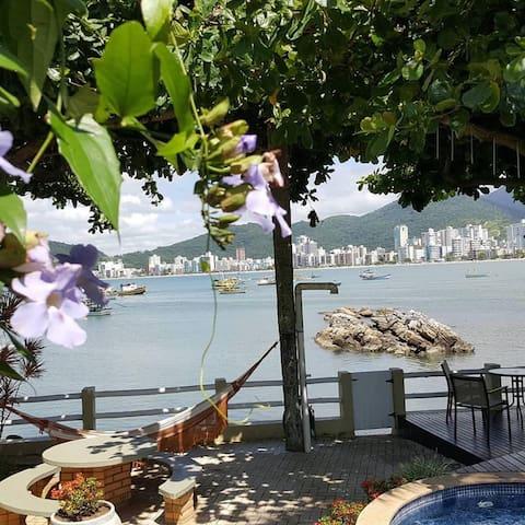 """CHÂTEAU DU MER"" - mansão provençal à beira mar"